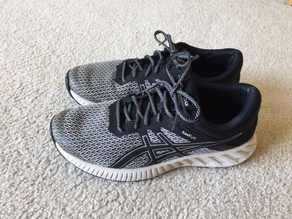 Photo Women39s Black and White Asics Sneakers - $15 (DepewLancaster)