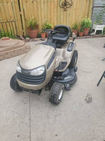 Photo craftsman lawn tractor - $600 (Buffalo)