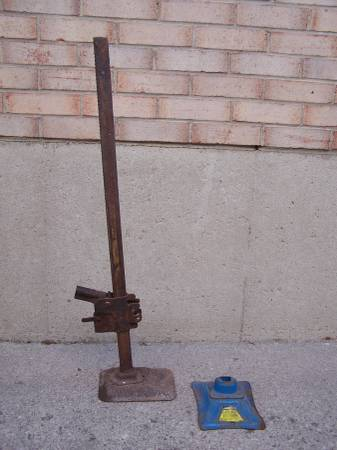 Photo vintage Bumper Jack with another base - $15 (Blasdell)