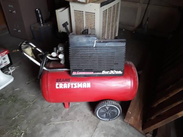 Photo 30 gallon 5 hp craftsman air compressor - $150 (Butte)