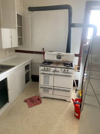 Photo Antique gas stoves ranges all for - $300 (Butte.)