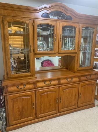 Photo Oak Dining Room Hutch - $200 (Cascade)