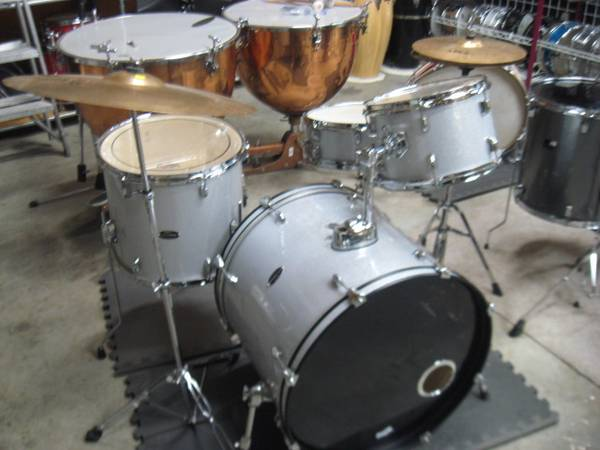 Photo PDP (DW) 4 piece drum set wcymbals - $400 (Florence)