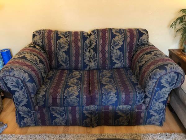Photo Two-seater sofa - $50 (Missoula)