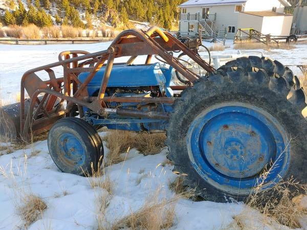 Photo TRACTOER, tractors, TRACTORS  with loaders, 3 point  - $2,500 (BUTTE)