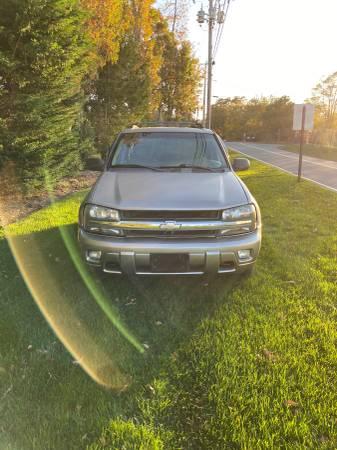 Photo 2003 Chevy trailblazer 4x4 134k Leather Seats Priced cheap - $3050