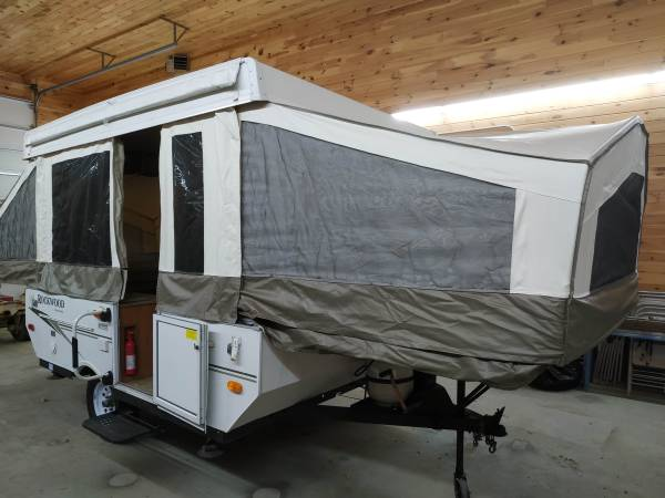 Photo 2009 1980 Rockwood Freedom Series popup cer only 1627 lbs sleep 8 - $5,000 (Limington which is in southern Maine)