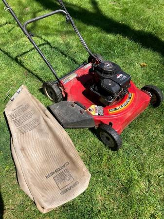 Photo 22quot Murray 3.5hp Lawn Mower - $30 (Orleans)