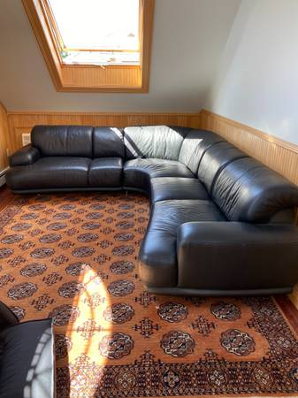 Photo Couches chairs dresser tv and more (Watertown)