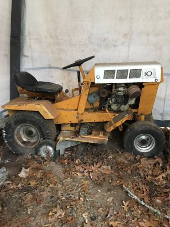 Photo Craftsman tractor - $400