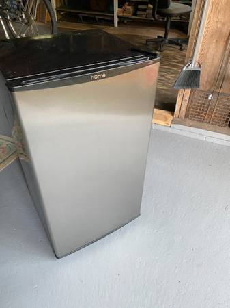 Photo Home Mini Fridge, needs repair (cotuit)