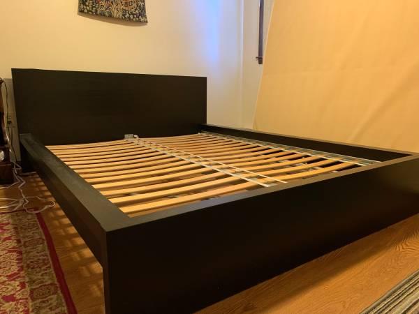 Photo Ikea Queen platform bed (Bourne)