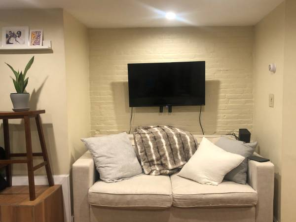 Photo NEWLY RENOVATED North End 1 BR w Patio (North end)