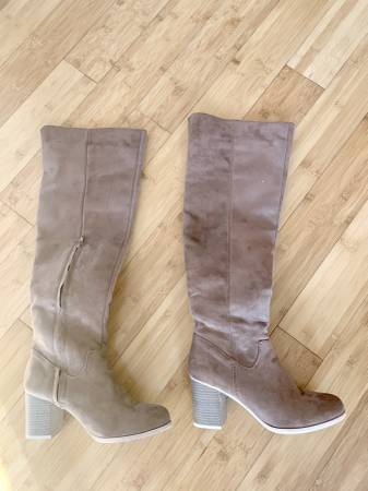 Photo NEW TAN SUEDE BOOTS - $15 (FALMOUTH, MA.)