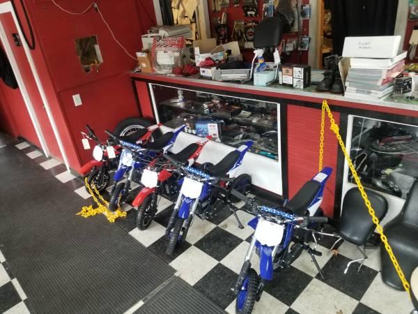 Photo New 50cc 2  4 stroke dirt bikes - $650 (West Warwick)