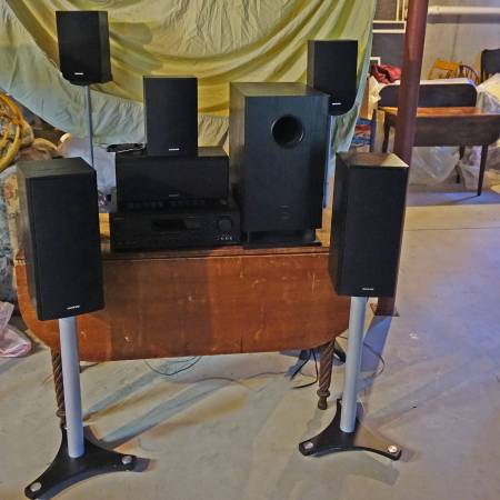 Photo Onkyo - 1000W Home Theater System - $200 (East Falmouth)