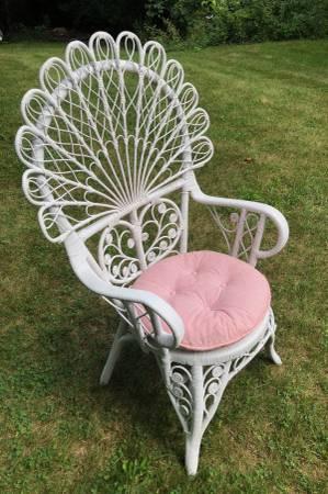 Photo Rattan Peacock Fan Chair Queen Of Hearts White Wicker Heart Shaped - $399 (Barnstable, MA (Cape Cod))
