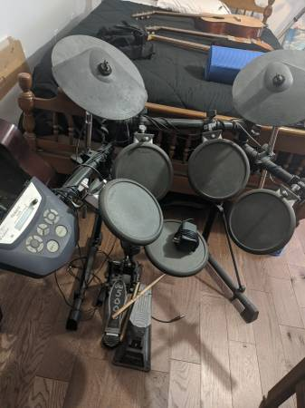 Photo Roland TD-6 Electronic drum kit - $300 (Plymouth)