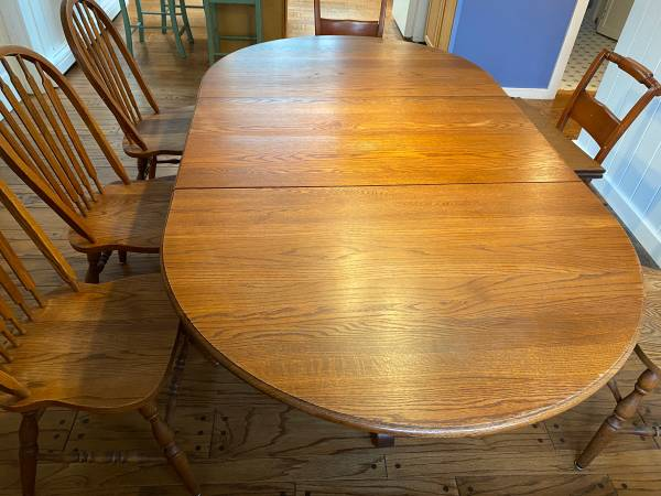 Photo Solid oak dining table  chairs - $425 (West Dennis)