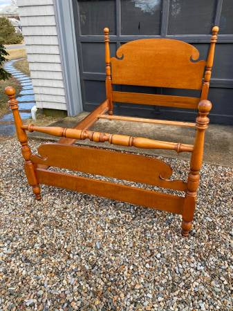 Photo Tiger Maple Double Size Bed Frame, Cannonball 4 Poster - $325 (Buzzards bay)