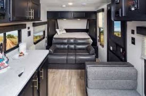 Photo Travel Trailer Cer Forest River Cherokee Wolf Pup 16FQ - $21,500 (Mashpee)