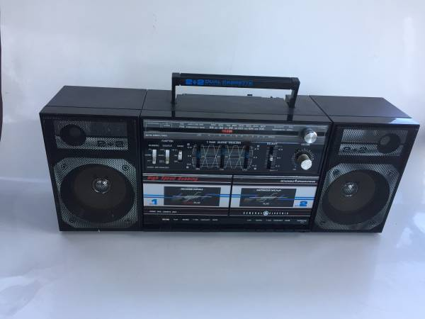 Photo Vintage General Electric GE Boombox Blaster Stereo Cassette AMFM Radio - $45 (Barnstable)