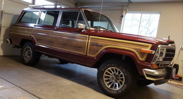 Photo Vintage Jeep Grand Wagoneer GWagon truck suv 4x4 classic