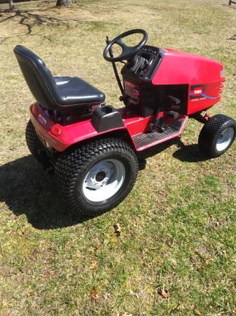 Photo Wheel Horse, Toro garden tractor - $750 (hyannis)