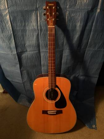 Photo Yamaha FG-335 Guitar - $180 (East Falmouth)