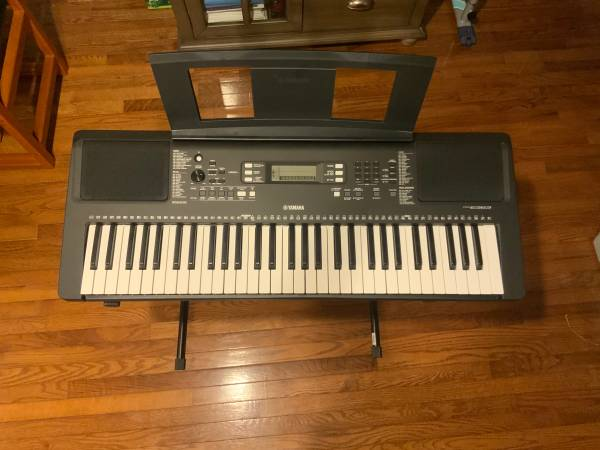 Photo Yamaha PSR E-363 61 Key Sensitive keyboard W stand and seat - $200 (Plymouth)