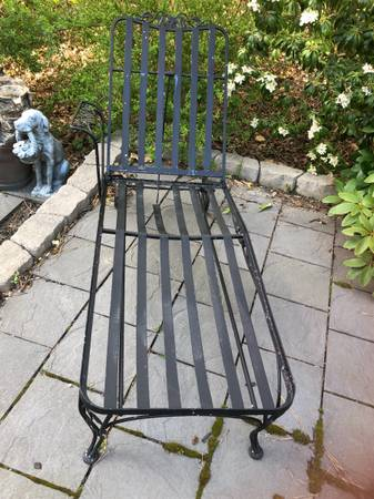 Photo antique wrought iron chaise lounge - $300 (north falmouth)