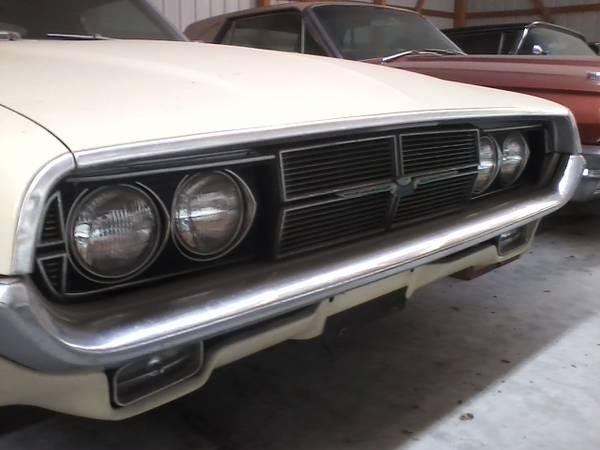 Photo 1969 Ford Thunderbird 2-dr Landau Like New Original - $13700 (Carbondale, IL)