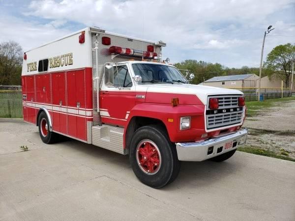 Photo 1984 ford F800 Heavy Rescue Fire Truck - $7000 (MURPHYSBORO)