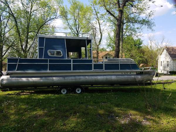 Photo 30 feet Pontoon Boat with upper aluminum deck - $6,990 (West Frankfort)