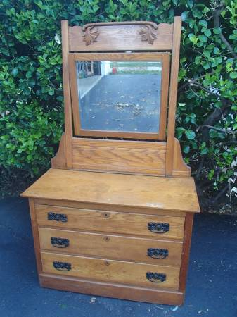Photo Antique Real Wood Dresser with Mirror Delivery Possible - $325 (MurphysboroCarbondale)