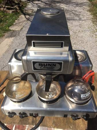 Photo Bunn RL35 Commercial 12 Cup Automatic Coffee Brewer w5 Warmers - $100 (Cobden)