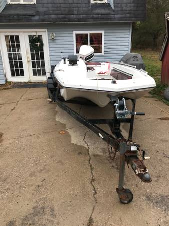 Photo Fishing boat and trailer for sale - $500 (Goreville)