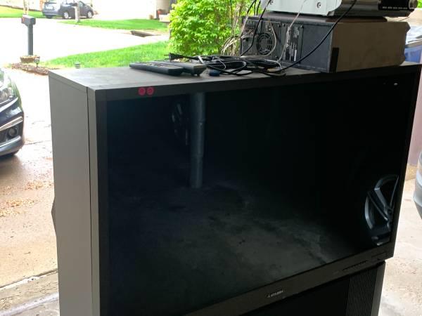 Photo Free big screen tv (St. Charles)