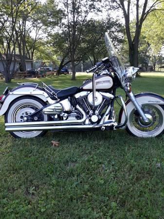 Photo Harley Davidson heritage soft tail classic - $4,500 (Catawisa)