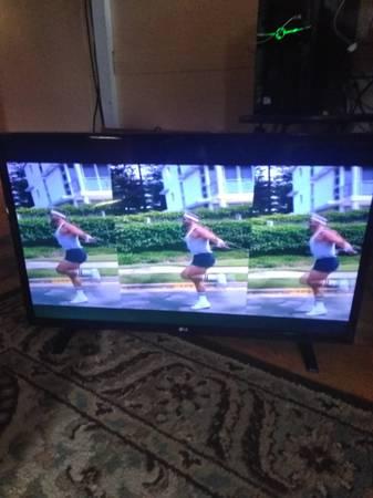 Photo I have a LG 32 inch flat screen smart TV - $40 (anna)