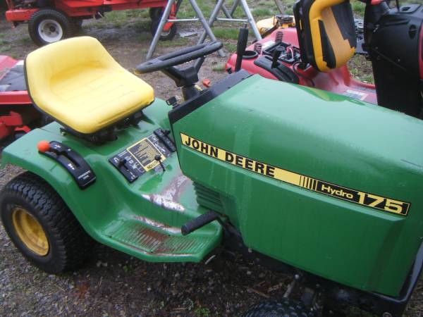 Photo JOHN DEER 175 - $200 (Mulkeytown)