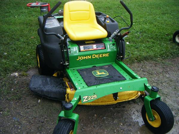 Photo JOHN DEER Z 225 ZERO TURN 42 CUT JUST OVER 400 HOURS 1200 CASH CALL - $1,200 (christopher il)