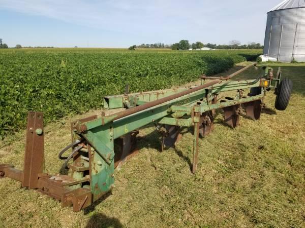 Photo John Deere 1450 5 bottom semi mount plow - $650 (Du Bois)