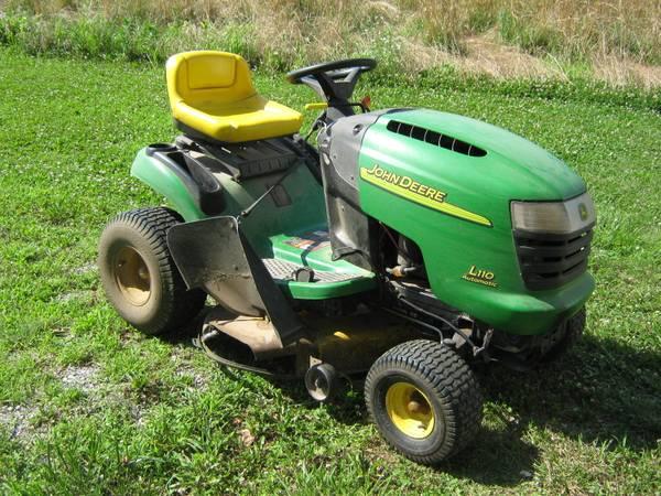 Photo John Deere Lawn Mower - $550 (Ullin, Illinois)