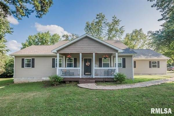 Photo LIKE NEW HOME ON 4.5 ACRES Brokered by Diana Falmier, Century 21 (West Frankfort)