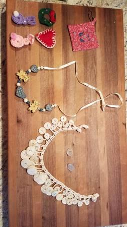 Photo Miscellaneous costume jewelry (Edwardsville, IL)