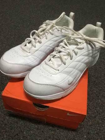 Photo Nike womens size 9 Walker AS V white leather tennis shoes - $40 (Raleigh)