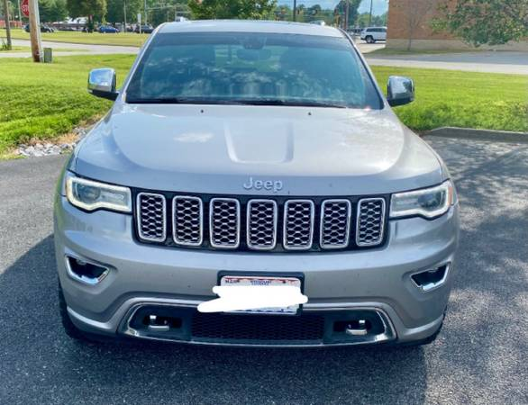 Photo V8 2017 JEEP GRAND CHEROKEE OVERLAND - $37,965 (Carbondale)