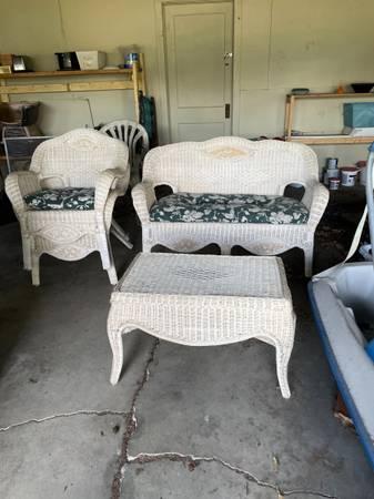Photo White Wicker Furniture - $300 (Carbondale)
