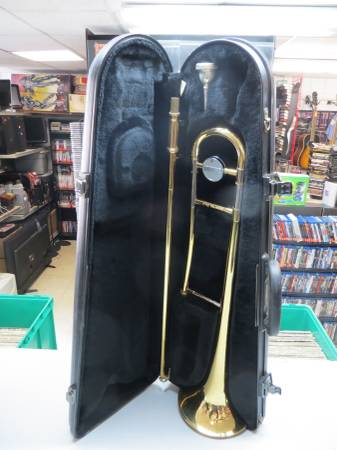 Photo Yamaha YSL 200AD Advantage TROMBONE W Hard Case and Extras - $179 (217 West Walnut St. Carbondale IL)